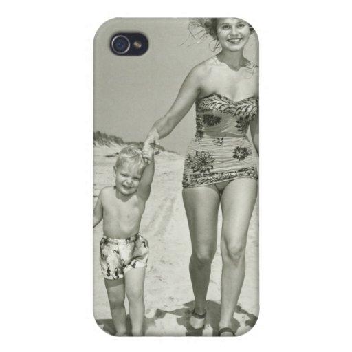 El caminar de la madre y del hijo iPhone 4 protectores