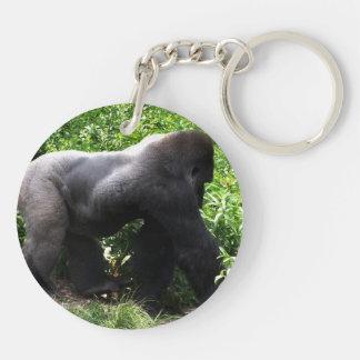 El caminar del gorila del Silverback sideway Llaveros
