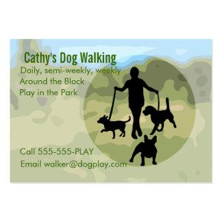 El caminar del perro tarjetas de visita grandes
