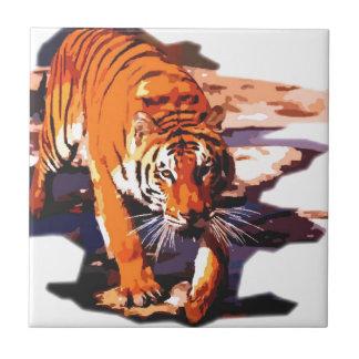 El caminar del tigre azulejo cuadrado pequeño
