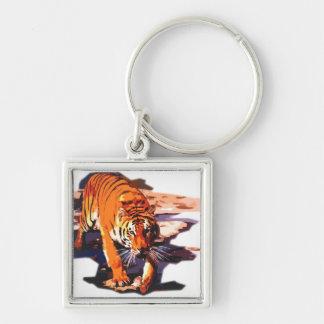 El caminar del tigre llavero cuadrado plateado