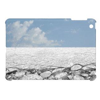 El caminar en el mar Báltico congelado hielo en el