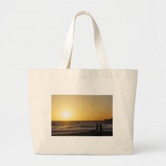 El caminar en la puesta del sol bolsas lienzo