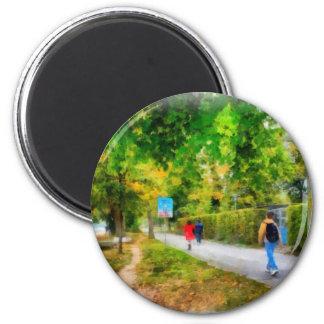 El caminar en otoño imán redondo 5 cm