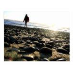 El caminar en piedras postal