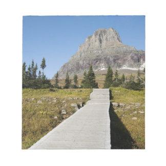 El camino a la vista del lago ocultado blocs