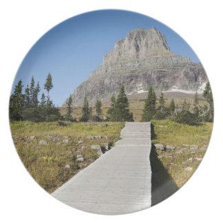 El camino a la vista del lago ocultado plato de comida