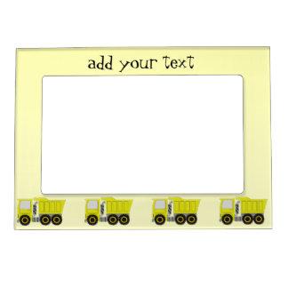 El camión amarillo grande apenas añade el texto marcos magneticos para fotos