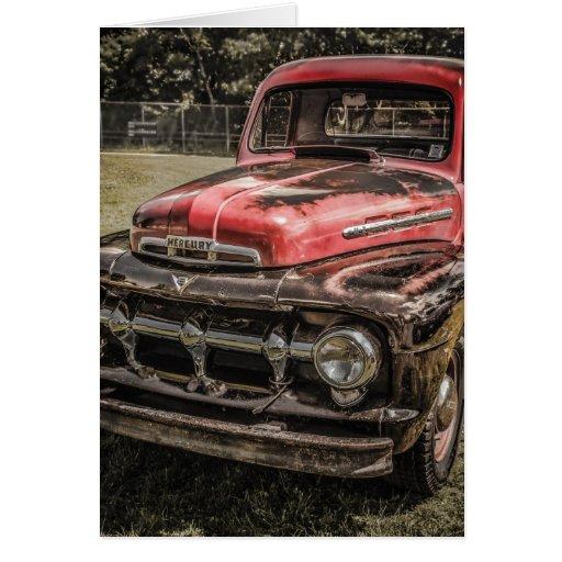El camión antiguo rojo viejo