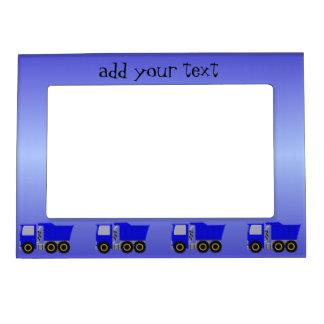 El camión azul grande apenas añade el texto marcos magnéticos de fotos