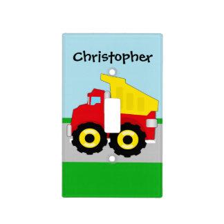 El camión volquete rojo/amarillo del niño en el ca cubierta para interruptor