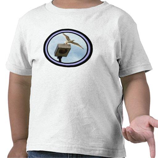 El camisetas del niño del lanzamiento