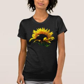 El camisetas oscuro de las mujeres de la salida de