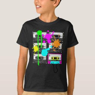 el camisetas oscuro del muchacho de la cinta de la