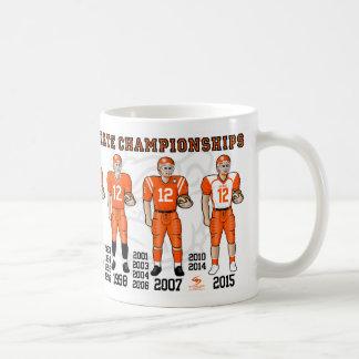 El campeón del estado del fútbol de los dogos de taza de café