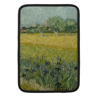 El campo con las flores acerca a Arles de Vincent Funda Macbook Air