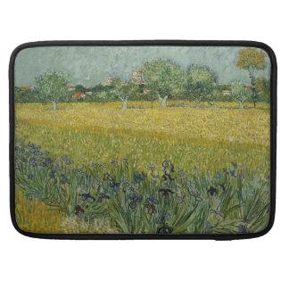 El campo con las flores acerca a Arles de Vincent Funda Para Macbook Pro
