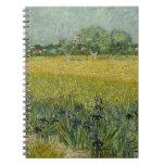 El campo con las flores acerca al cuaderno de Arle