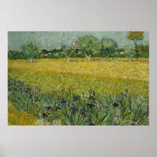 El campo con las flores acerca al poster de Arles