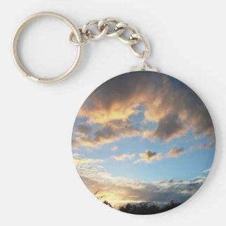 El campo inglés representa las nubes llavero redondo tipo pin