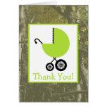 El camuflaje y la fiesta de bienvenida al bebé tarjeta de felicitación