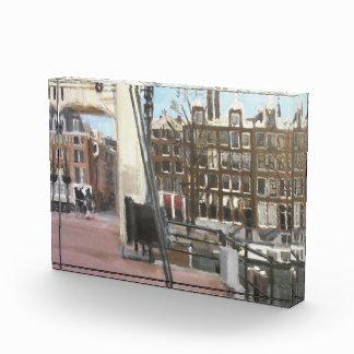 El canal del puente de Amsterdam contiene el