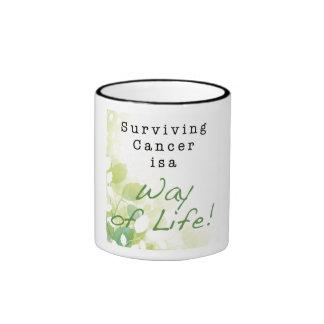 El cáncer superviviente es una manera de vida: MÁS Taza De Dos Colores