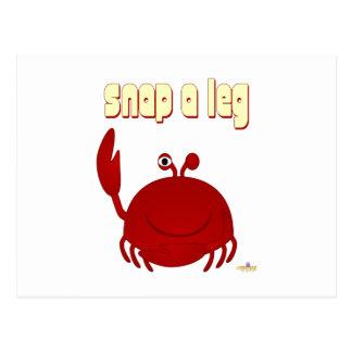 El cangrejo rojo sonriente rompe una pierna postales