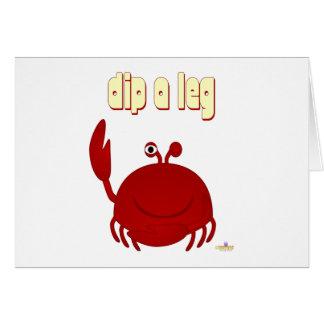 El cangrejo rojo sonriente sumerge una pierna tarjeta de felicitación