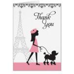 El caniche de París le agradece las tarjetas