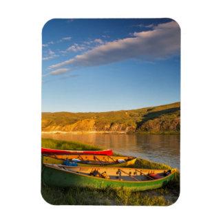 El Canoeing a lo largo de los acantilados blancos Iman Flexible