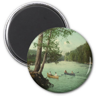 El Canoeing en una corriente de la montaña de Adir Imán Redondo 5 Cm