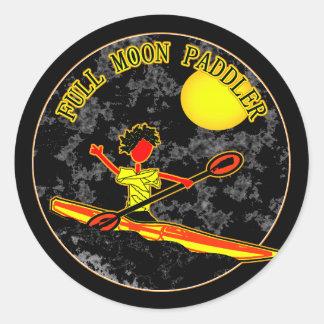 El Canoeing Kayaking del Paddler de la Luna Llena Pegatina Redonda