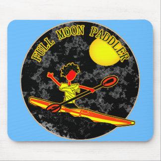 El Canoeing Kayaking del Paddler de la Luna Llena Alfombrillas De Ratón