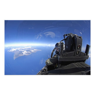 El capitán de la fuerza aérea de los E.E.U.U. mira Impresiones Fotograficas