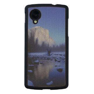 El Capitan Mountain, Yosemite National Park, Carved® Maple Nexus 5 Case