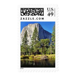 EL Capitan y río de Merced en el parque de Yosemit