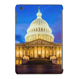 El capitolio de Estados Unidos en la hora azul Funda Para iPad Mini