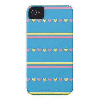 El caramelo azul de los corazones retros rayó el Case-Mate iPhone 4 coberturas