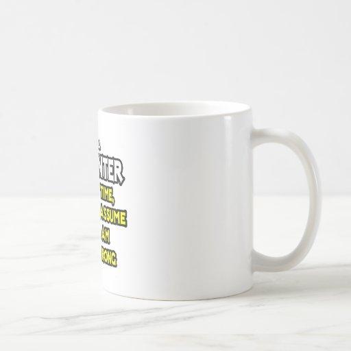 El carpintero… asume que nunca soy incorrecto tazas de café