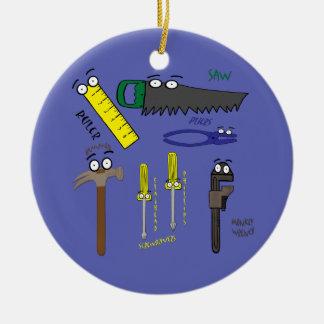 El carpintero equipa arte caprichoso del dibujo an adornos de navidad