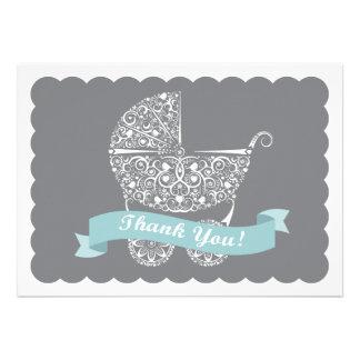 El carro de bebé de encaje le agradece observar invitacion personalizada