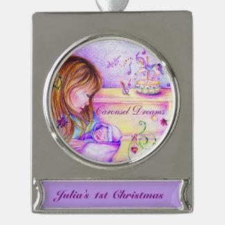 El carrusel soña el ornamento plateado plata de la adornos navideños plateados