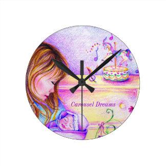 El carrusel soña el pequeño reloj redondo