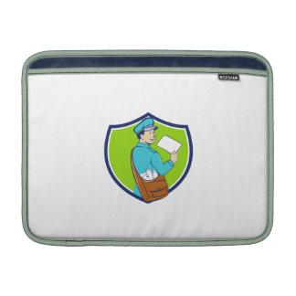 El cartero entrega el dibujo animado del escudo de fundas macbook air