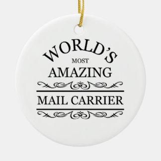 El cartero más asombroso del mundo adorno navideño redondo de cerámica