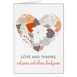 El casarse anaranjado y gris de las flores del cor tarjetón