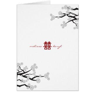 El casarse blanco de las flores de cerezo de tarjeta pequeña