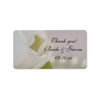 El casarse blanco del tulipán y de las perlas le a etiquetas de dirección
