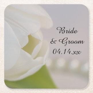 El casarse blanco del tulipán y de las perlas